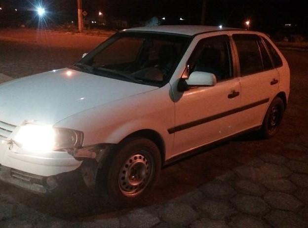 Carro foi recuperado, após perseguição com troca de tiros em Treze de Maio – Foto: Divulgação/PM/ND