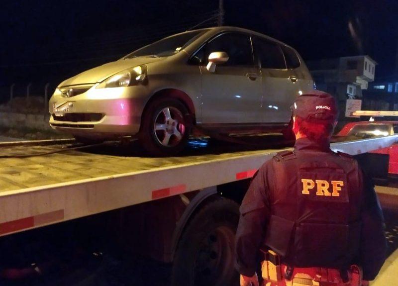 Carro foi encontrado às margens da BR-280 em São Bento do Sul – Foto: PRF/Divulgação