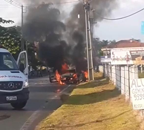 Após acidente carro incendiou na manhã deste sábado, em Balneário Barra do Sul – Foto: Reprodução/Redes Sociais