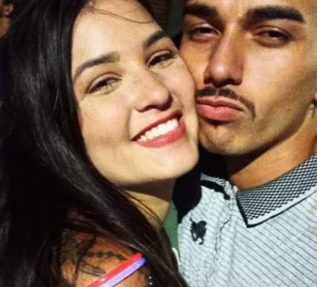 Jovem é acusada por matar namorado com agulha de narguilé em briga por pastel