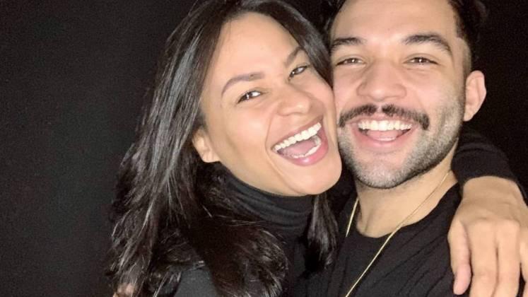 O DJ e comunicador Jonathan Costa e a esposa Carolina Santos prometem ganhar o reality – Foto: Reprodução/R7/Divulgação/ND