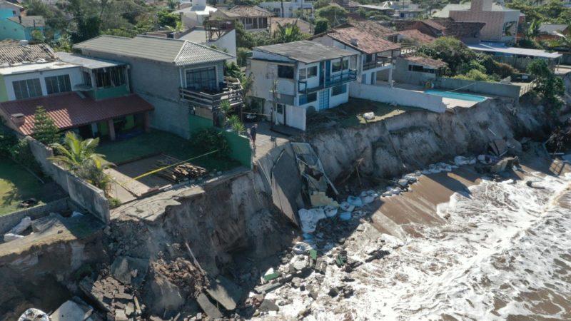 Justiça sobe o tom e eleva multa em caso de erosão no Morro das Pedras em Florianópolis