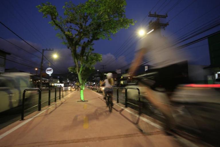 Ciclovia construída na avenida Madre Benvenuta, na Capital – PMF/Divulgação/ND