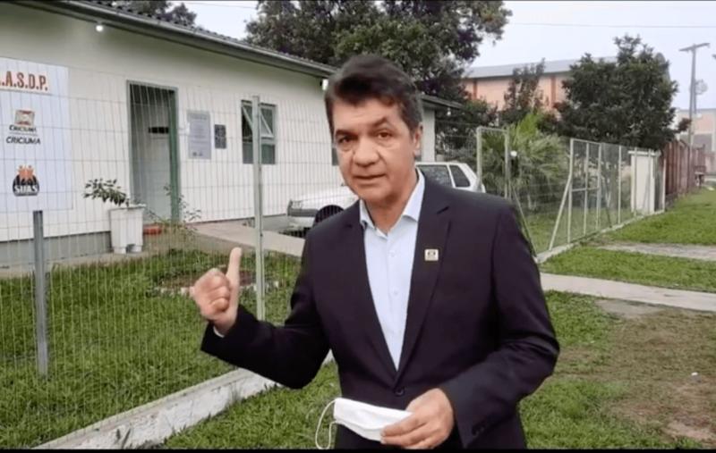 Clésio Salvaro chama hóspedes de Casa de Passagem de malandros e ameaça de expulsão – Foto: Reprodução