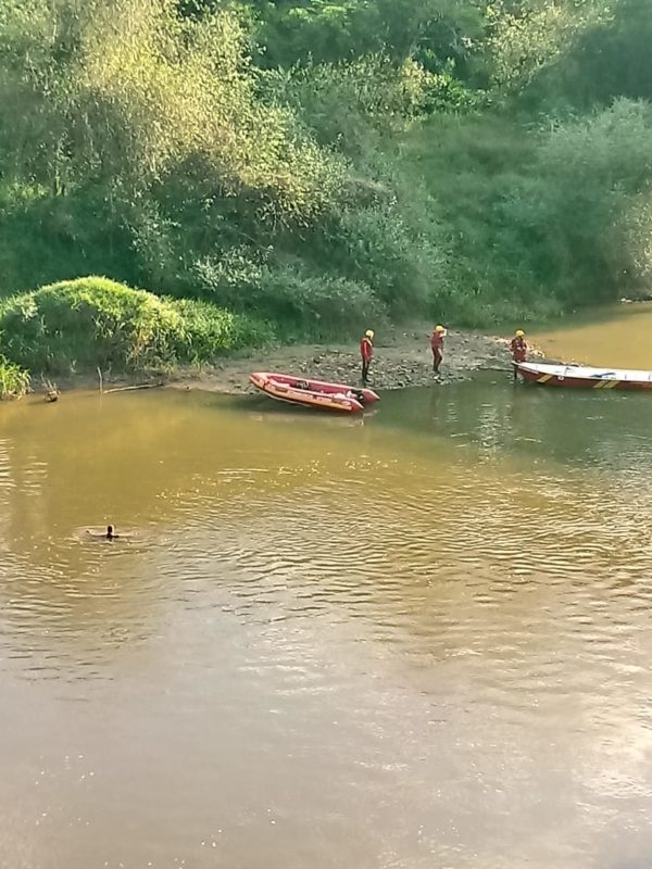 Corpo foi encontrado no rio após cerca de sete horas de buscas – Foto: 9BBM