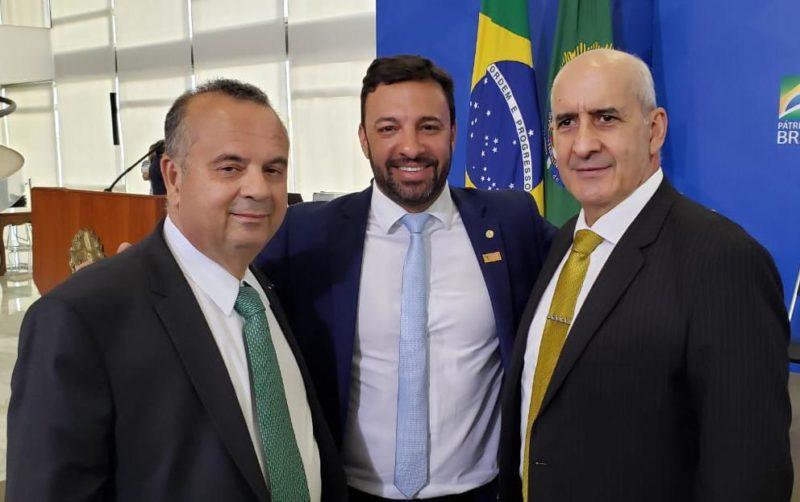 Ministro do MDR, Rogério Marinho, deputado Daniel Freitas e o Ministro da Casa Civil, general Luiz Eduardo Ramos. – Foto: Divulgação