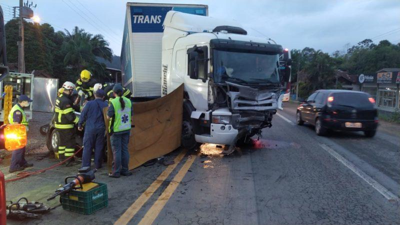O acidente foi registrado na altura do km 61 da BR-470 no bairro Badenfurt, em Blumenau – Foto: Divulgação/PRF/ND