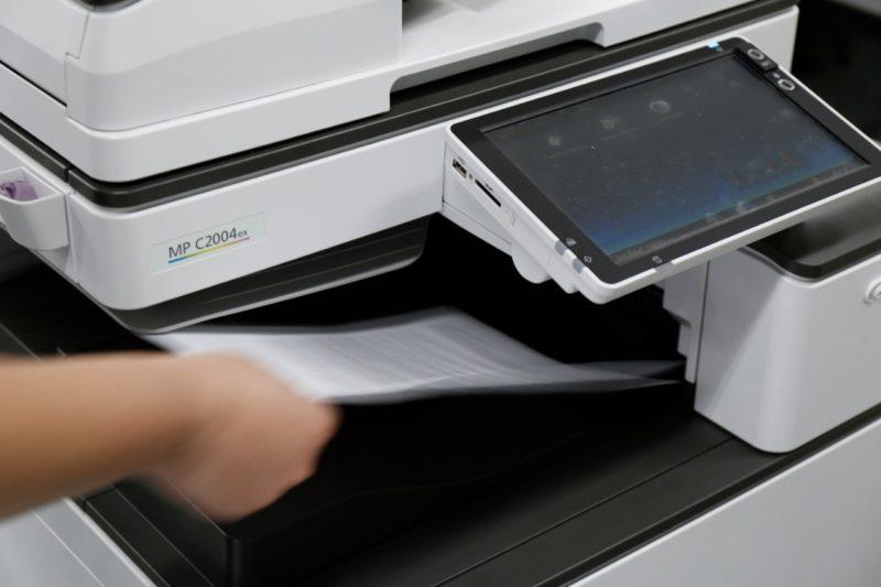 Escolas da rede municipal estão sem as impressoras e copiadoras desde o mês de março, quando elas foram devolvidas ao prestador de serviço – Foto: Prefeitura de Joinville