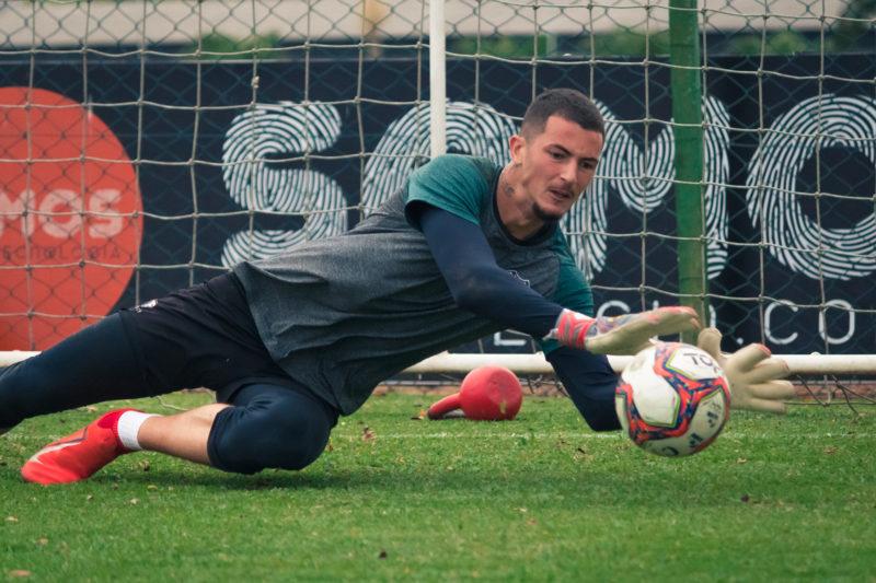 Emerson Júnior terá a difícil missão de parar o ataque da Chapecoense – Foto: Patrick Floriani/FFC