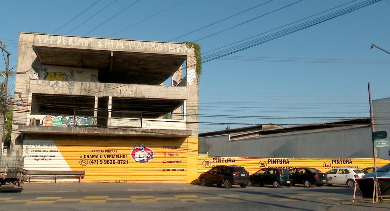 Antiga sede da empresa está abandonada - Reprodução/NDTV Blumenau