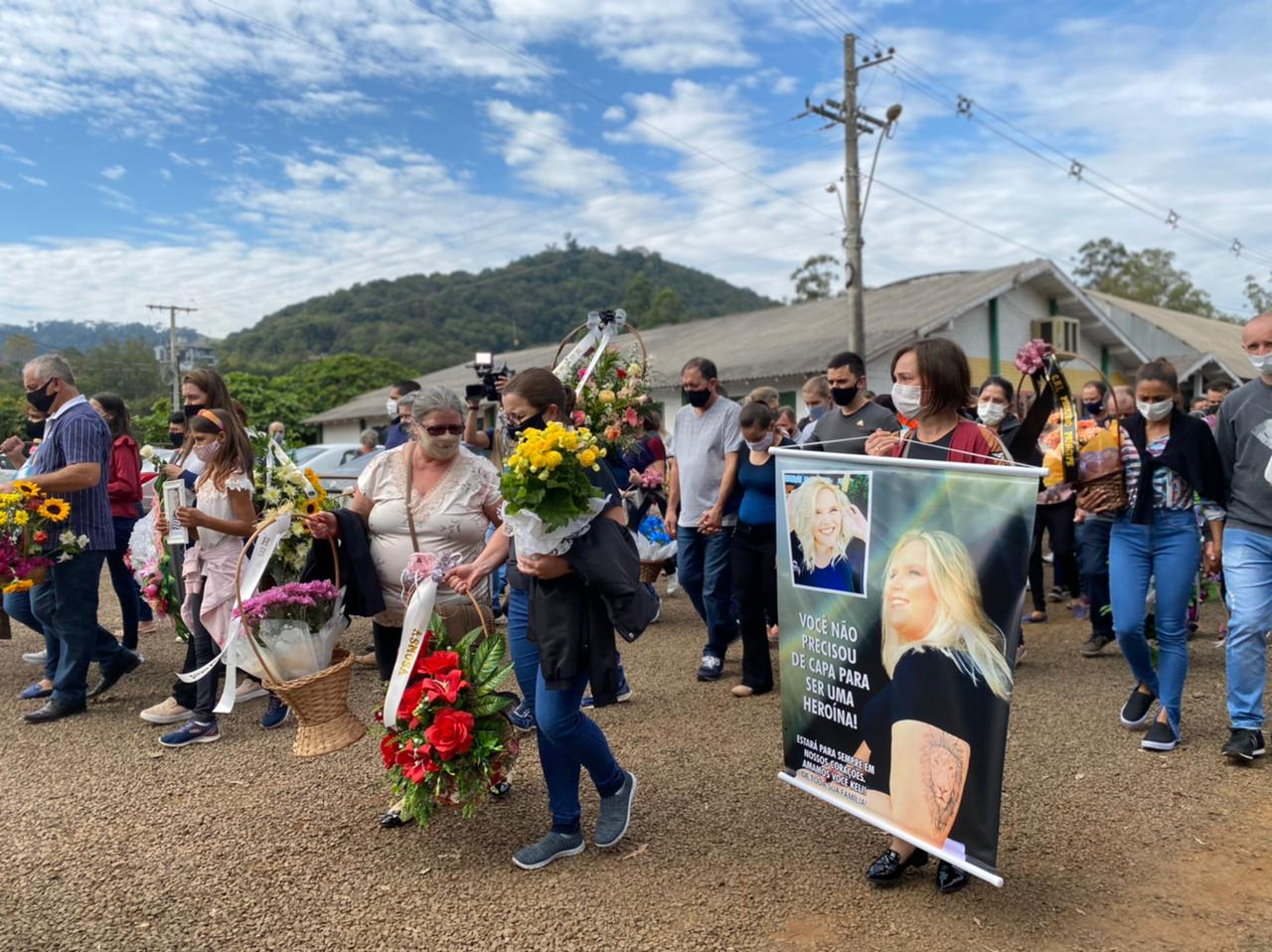 Professora e agente educadora foram homenageadas por colegas e familiares - Willian Ricardo/ND