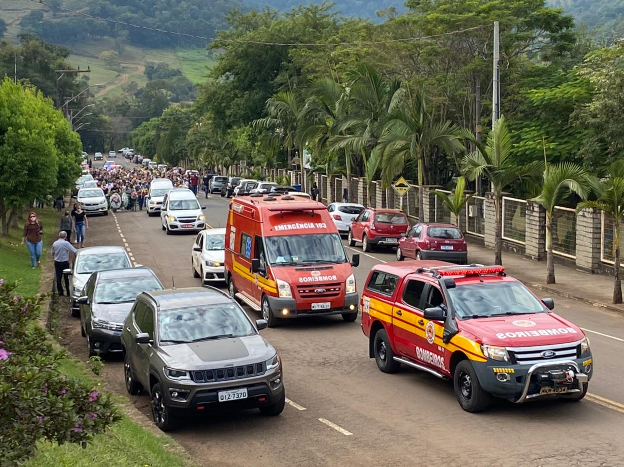 Corpo de Bombeiros prestou apoio durante ato fúnebre em Saudades - Willian Ricardo/ND