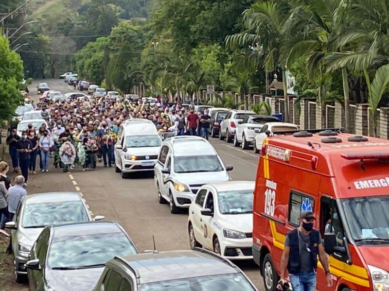 O local em que as vítimas eram veladas fica distante 350 metros do cemitério municipal – Foto: Willian Ricardo/ND