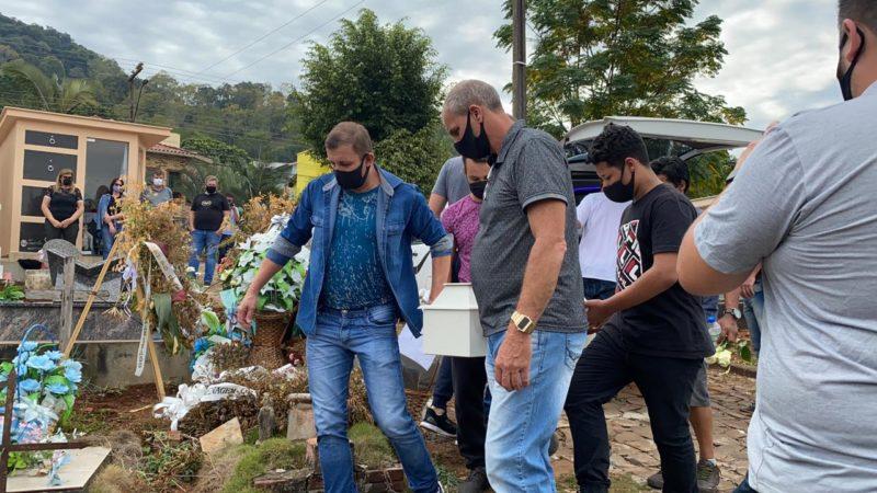 Enterro das crianças foi marcado por forte comoção – Foto: Willian Ricardo/ND