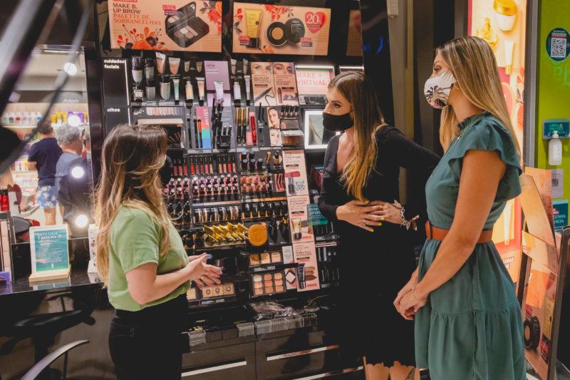 Há muitas opções em maquiagem para presentear – Foto: Isis Lacombe/ND