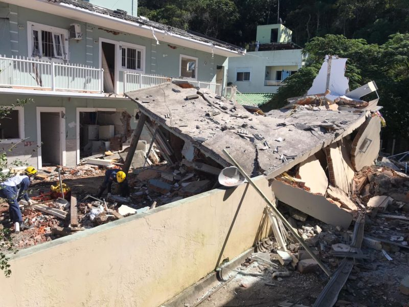 Residências ao lado também foram atingidas com a explosão