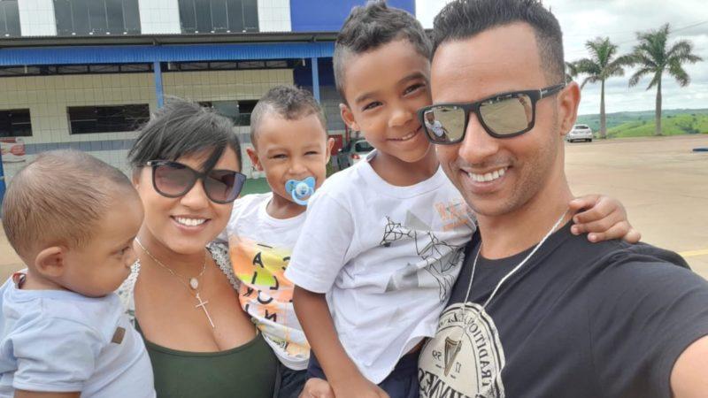 Ketlyn e a família retornaram ao santuário de São Miguel com o três Miguel – Foto: Arquivo pessoal/ND