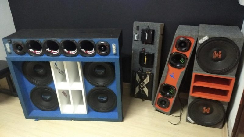 Polícia recolheu aparelhos de som usados na festa clandestina – Foto: PM/Divulgação