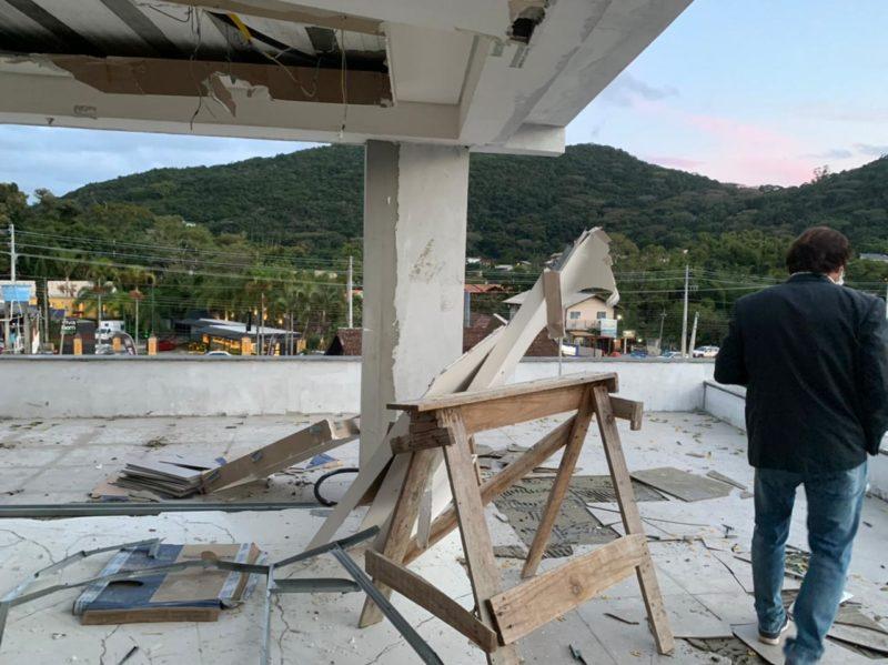 Prédio com irregularidades é parcialmente demolido em Florianópolis – Foto: SMDU/ PMF/ Divulgação/ ND