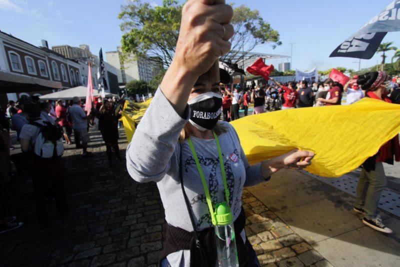 De acordo com a Polícia Militar, 3 mil pessoas se concentraram no Largo da Alfândega – Foto: Leo Munhoz/ND