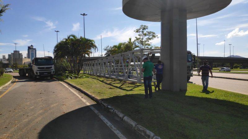 Estrutura voltou para a área da passarela, onde será reinsntalada – Foto: Divulgação/ND