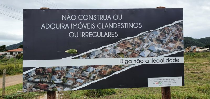 Outudoor colocado pelo investigado no Rio Vermelho, em Florianópolis – Foto: Divulgação/ND