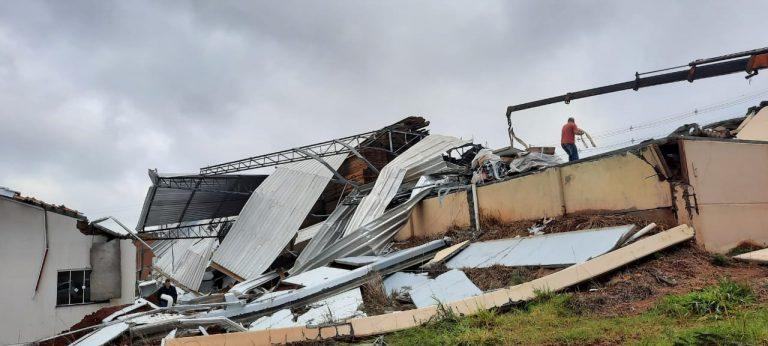 Galpão destruído em Campos Novos, em maio de 2021 – Foto: Defesa Civil da SC/Divulgação/ND
