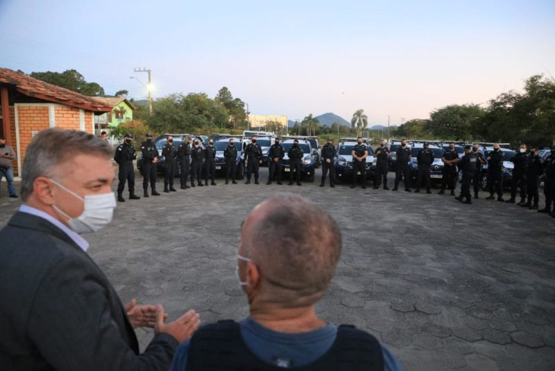 Prefeito Gean Loureiro e o secretário municipal de Segurança Pública, Araújo Gomes, durante a solenidade de abertura da base no Norte da Ilha – PMF/Divulgação/ND