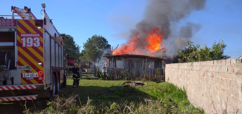 Homem matou o idoso e incendiou a casa dele – Foto: 9BBM/Divulgação