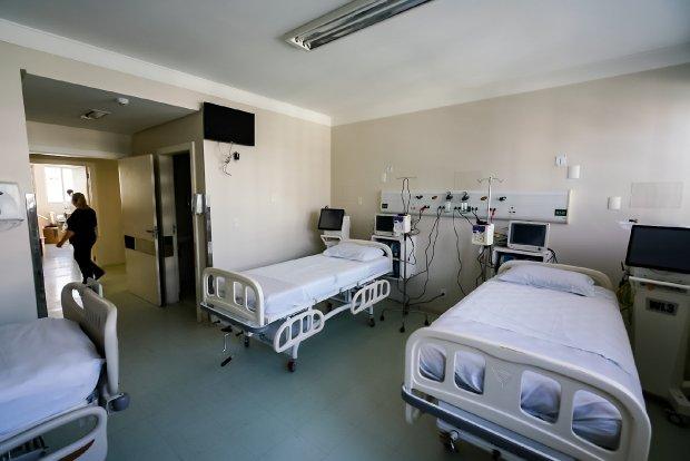 Estrutura do hospital tem 10 leitos de UTI e necessita de um Centro Cirúrgico. – Foto: SECOM PM Criciúma.
