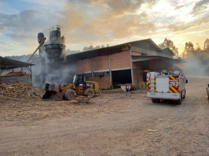 Incêndio ocorreu no fim da tarde desta segunda-feira (3) próximo a BR-280 – Foto: Corpo de Bombeiros Militar/Divulgação