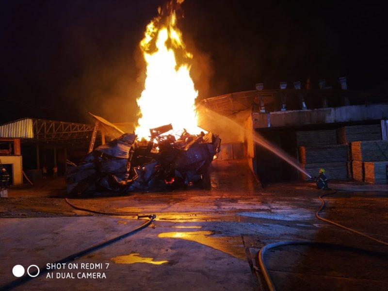 Combate às chamas durou mais de seis horas – Foto: Corpo de Bombeiros de Navegantes/Divulgação