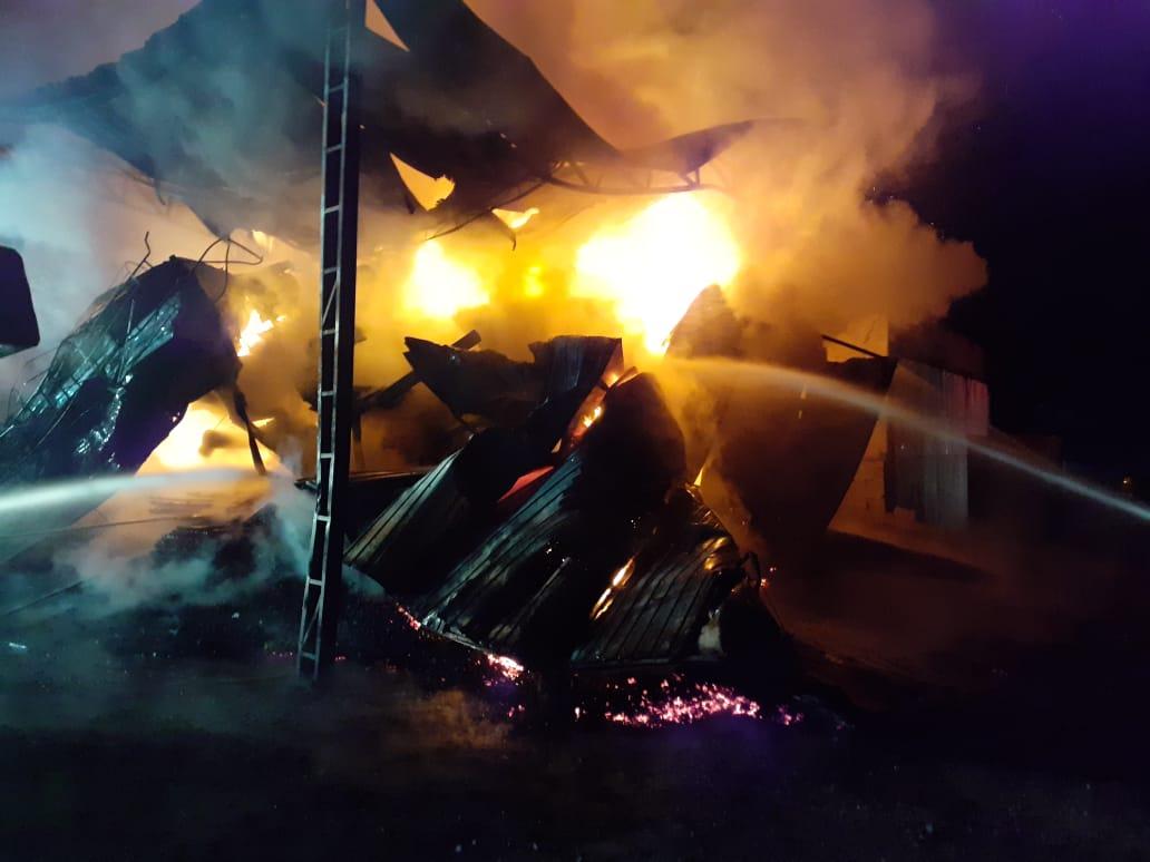 Bombeiros de três cidades apoiaram a ação - Corpo de Bombeiros de Navegantes/Divulgação