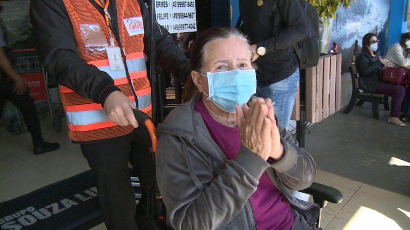 Ivanir Terezinha de Almeida, de 70 anos, chegou a Chapecó no último sábado (1º) – Foto: Reprodução NDTV
