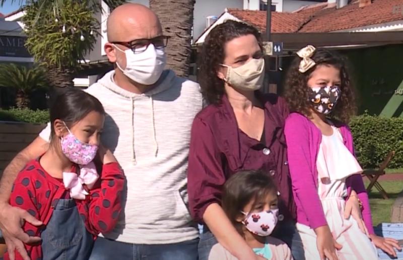A família de Cristiane e Luciano ficou completa com as filhas – Foto: Reprodução/NDTV RecordTV