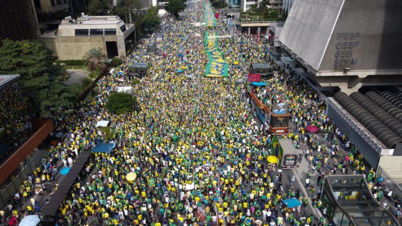 Avenida Paulista ficou repleta de manifestantes a favor do governo – Foto: Ronaldo Silva/Estadão Conteúdo