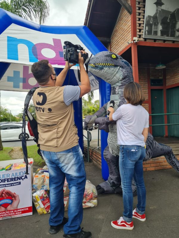 Olha aí o dino pousando para as câmeras da NDTV! – Foto: Divulgação