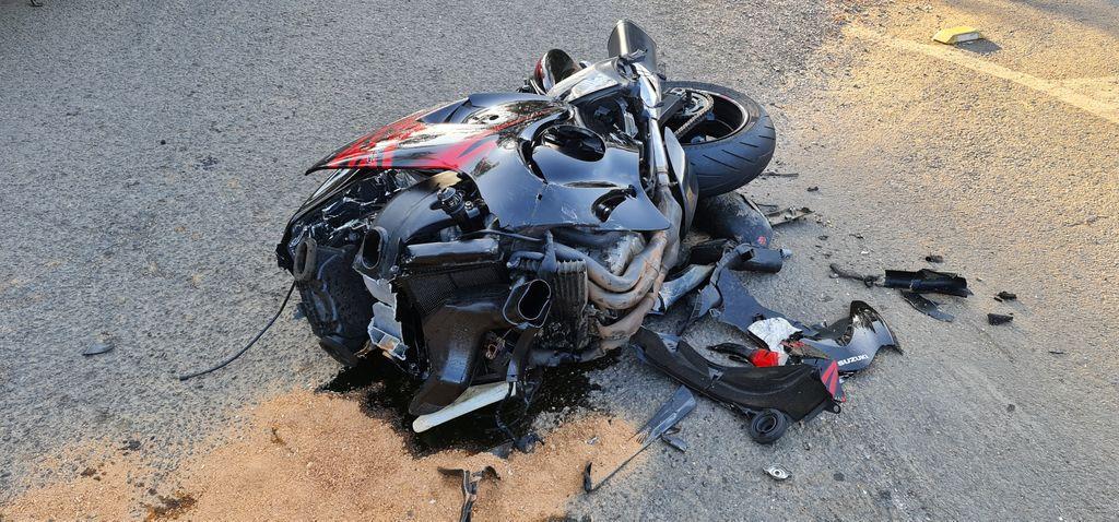 Motociclista teve fratura nas duas pernas em grave acidente registrado no último sábado (1º) - Portal Éder Luiz/Divulgação ND