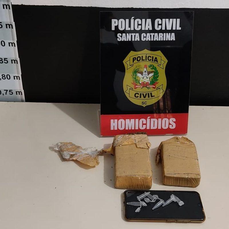 Durante operação em Joinville, mulher é presa em flagrante com 1 Kg de maconha