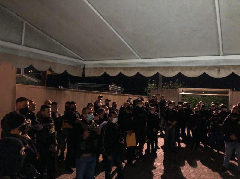 Cerca de 200 policiais participaram da operação 'Argos' cumprindo mandados de busca e apreensão em 17 cidades catarinenses