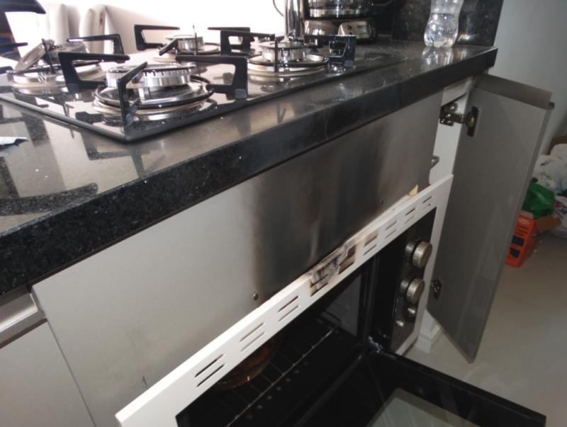 Explosão ocorreu no fogão e no forno da cozinha do apartamento em Itajaí