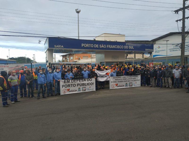 Manifestação aconteceu na manhã desta sexta-feira (7), no Porto de São Francisco do Sul e, além do Norte, houve protesto no Porto de Imbituba – Foto: Arquivo Pessoal/Divulgação