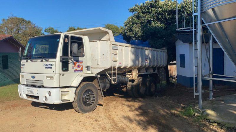 Comunidades do interior estão sendo abastecidas com caminhão. – Foto: Prefeitura de Xanxerê/Divulgação/ND