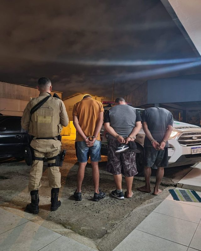 Três foram presos e um morreu em tentativa de assalto a banco de Navegantes – Foto: PMSC/Divulgação