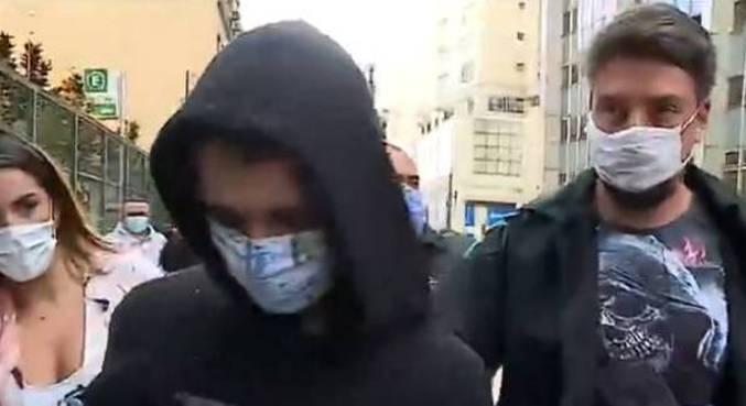 Homem de 19 anos é detido por policiais de SP por suspeita de planejar ataques a escolas