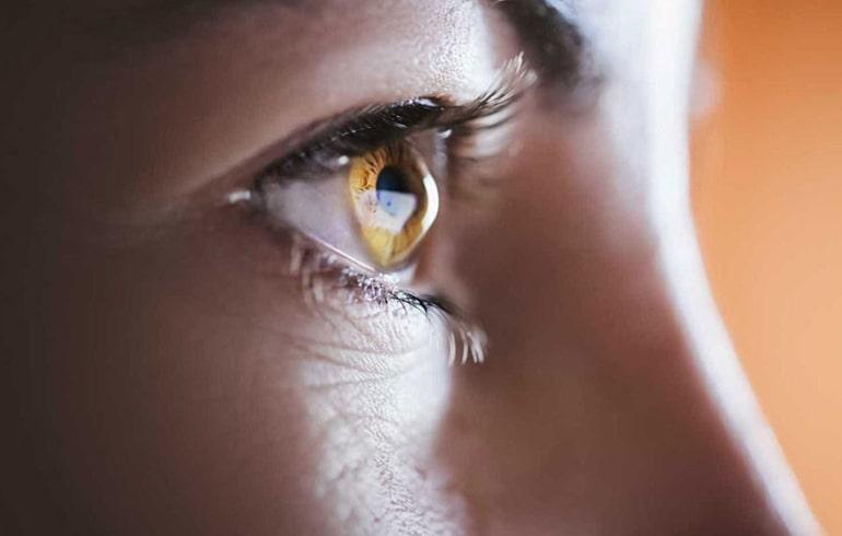 Córnea do paciente fica em formato de cone e doença pode levar a perda de visão – Foto: Divulgação