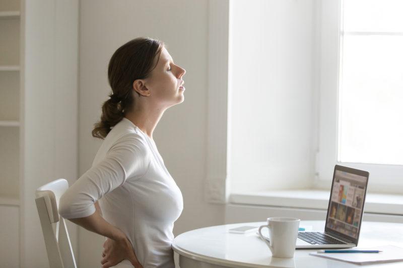 Com home office, queixas de dores na coluna aumentaram em função da má postura – Foto: Станислав Уваров/Freepik/ND