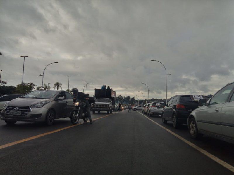 Ato em Criciúma reuniu manifestantes no bairro Próspera – Foto: Nado Miranda/NDTV