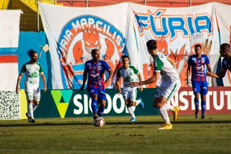 Marcílio Dias caiu de quatro diante da Chapecoense – Foto: Bruno Golembiewski/CNMD