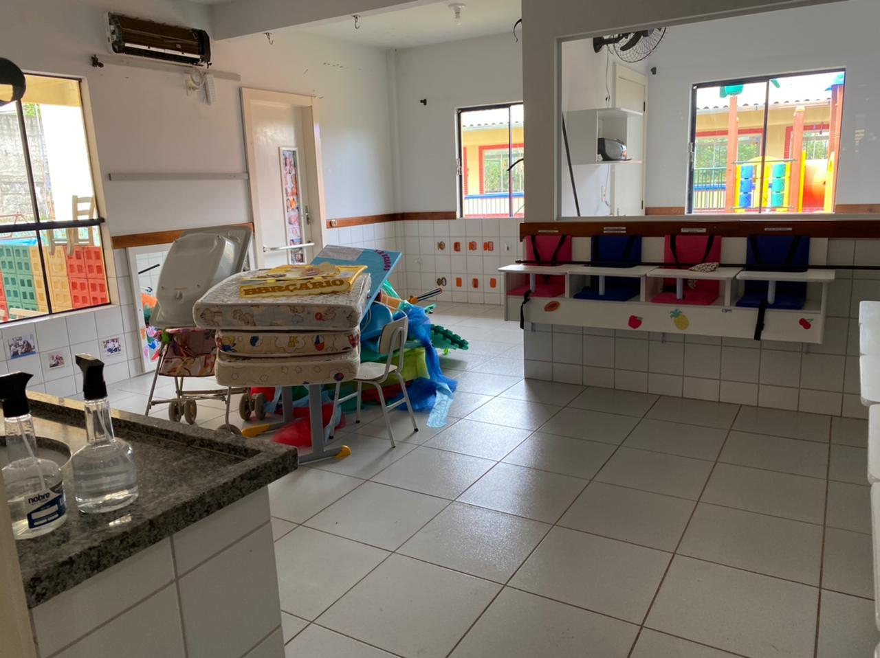 Desde segunda-feira (10) a unidade escolar infantil recebe melhorias em todas as salas - Willian Ricardo/ND